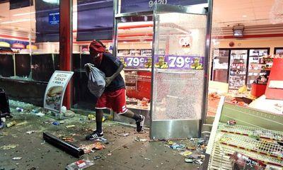 Bạo động nổ ra ở Mỹ sau khi cảnh sát bắn chết một người da màu