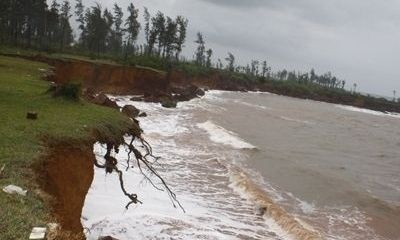 ĐBSCL: Báo động sạt lở ven sông mùa mưa lũ