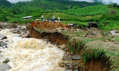 Lai Châu di dời khẩn cấp hàng chục hộ dân do lũ ống, lũ quét