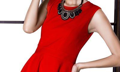 Siêu mẫu Minh Tú nổi bật với trang phục đỏ rực của NTK Kiki Phan
