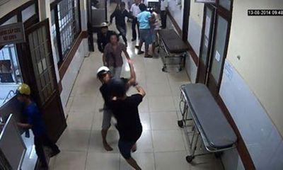 Hỗn chiến trong viện, bác sĩ và bệnh nhân chạy tán loạn
