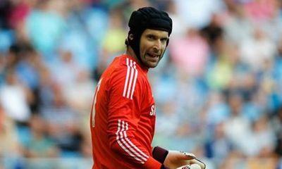 Bị Chelsea hắt hủi, Petr Cech vẫn được Liverpool săn đón