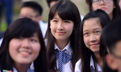Nữ sinh Hà Nội duyên dáng trong ngày khai giảng