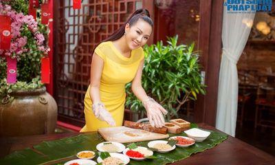 Hoa hậu Thu Hoài tỉ mỉ chế tạo bánh Trung thu