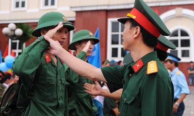 Hà Nội tiễn hàng nghìn thanh niên lên đường nhập ngũ