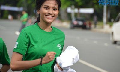 Trương Thị May mướt mồ hôi chạy bộ cùng dàn Hoa hậu
