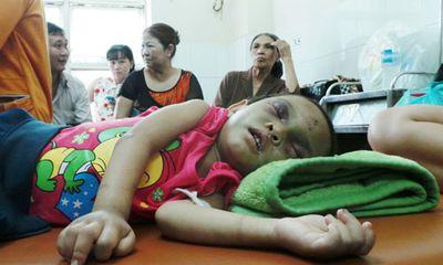 Bé gái 4 tuổi bị đánh dã man: Hàng xóm từng quỳ gối xin tha