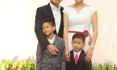 Hoa hậu Hà Kiều Anh sang trọng, rạng rỡ bên chồng con