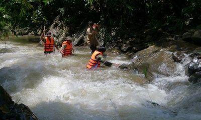 Liên tiếp xảy ra nhiều vụ người dân bị nước lũ cuốn trôi