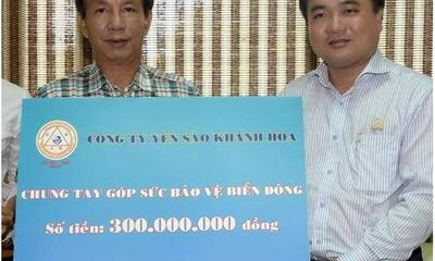 Yến Sào Khánh Hòa tặng 300 triệu đồng cho lực lượng bảo vệ biển