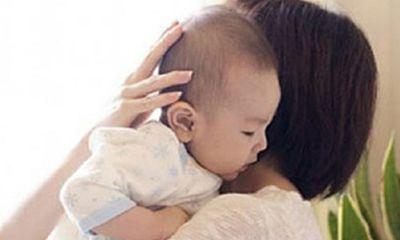 Bố mẹ tình cũ nằng nặc đòi cháu nội dù đã chối bỏ