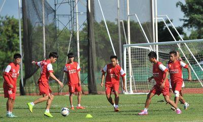 U19 Việt Nam tập bóng bổng chống lại U19 Hàn Quốc