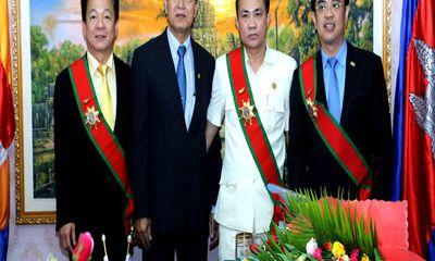 CT.HĐQT, TGĐ.SHB được quốc vương Campuchia tặng huân chương