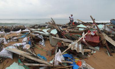Phú Yên:Triều cường với cột sóng cao 4m uy hiếp hàng chục nhà dân