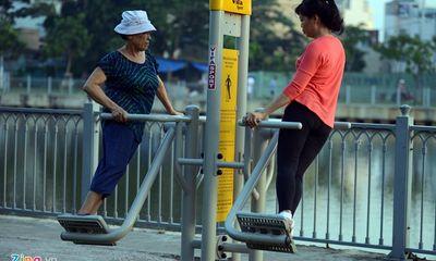 Dân Sài Gòn hào hứng với máy tập thể dục miễn phí