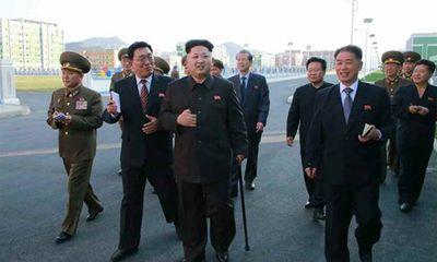 Kim Jong-Un chống gậy tái xuất lần thứ hai
