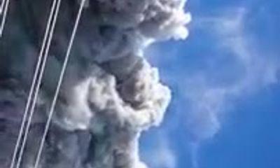Cận cảnh tro bụi bốc lên ngùn ngụt từ núi lửa Ontake Nhật Bản