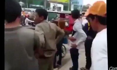 Clip: Chặn đường đánh bạn trai quỵt tiền giữa phố