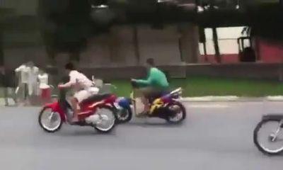 Clip: Quái xế bốc đầu xe máy và cái kết bi thảm