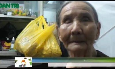 Cụ bà 92 tuổi lặng thầm 'nuôi' cá hồ Gươm
