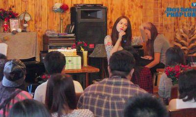 Hương Giang Idol cuồng nhiệt cùng fan trong buổi offline