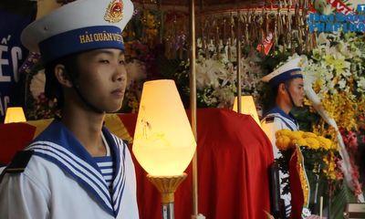 Nước mắt người vợ trẻ, con thơ trong lễ tang thượng úy hy sinh trên nhà giàn DK1