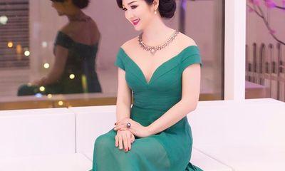 Hoa hậu Giáng My khoe sắc đẹp vạn người mê