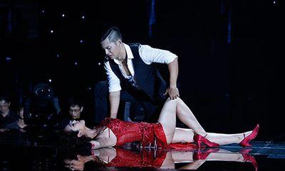 Jennifer Phạm bị đánh ngã trên sân khấu