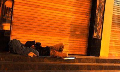 Những giấc ngủ đêm lạnh lẽo trên phố phường Hà Nội