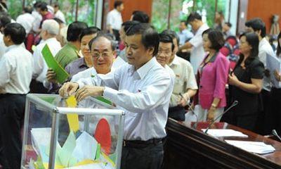 Phóng viên được đưa tin công bố kết quả lấy phiếu tín nhiệm