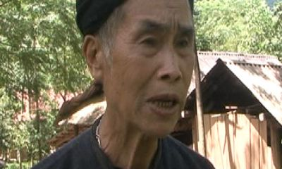Hy hữu: Già làng lấy bằng THCS ở tuổi 75