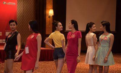 Hoa hậu Việt Nam 2014: Các người đẹp coi nhau là