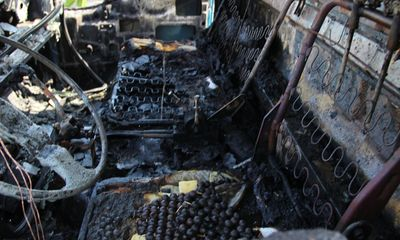 TP.HCM: Xe ben bốc cháy trên cầu Nhị Thiên Đường