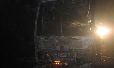 Xe giường nằm bốc cháy, 28 hành khách thoát nạn