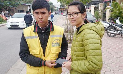 Miền Bắc - Nhặt được điện thoại iPhone 5, lái xe ôm trả lại cho người mất