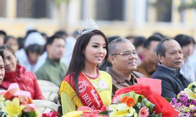Hoa hậu Kỳ Duyên về thăm trường cũ ở Nam Định