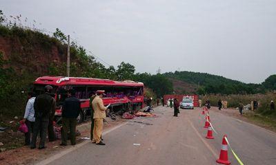 Miền Bắc - Xe khách đâm xe container, 14 người thương vong