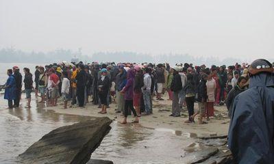Một người mất tích khi bủa lưới đánh cá trên biển