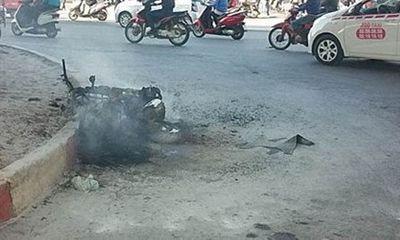 Miền Bắc - Xe Attila bất ngờ bốc cháy trơ khung trên đường Phạm Hùng
