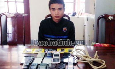 Siêu trộm cuỗm 17 điện thoại di động trong đêm tối