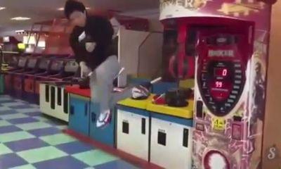 Video: Chàng trai Hàn Quốc gây sốt Youtube bằng cú đá ấn tượng