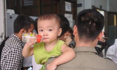 Mẹ bé trai bị bỏ rơi trên taxi không có ảnh nào chụp cùng con