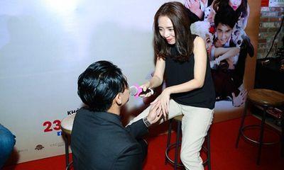 Sau Lê Khánh, Hữu Vi lại quỳ gối tỏ tình với Thu Trang