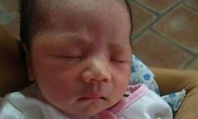 Bé gái bị bỏ rơi trước chùa với số tiền 835.000 đồng