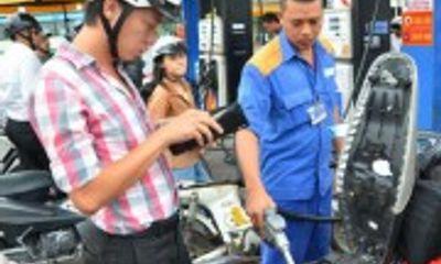 Petrolimex giảm giá 300đồng/lít xăng vào các ngày thứ Bảy trong tháng 10