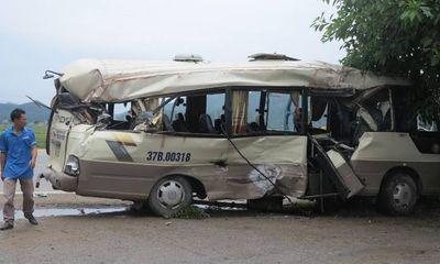 Xe khách tông xe container, nhiều hành khách bị thương