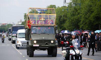 Đưa linh cữu quốc vương Thái Lan về tới Hoàng cung