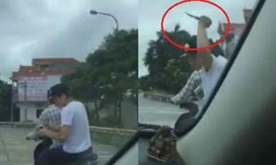 Bị ô tô đâm tử vong vì cầm rựa chặn đầu xe đòi đập phá