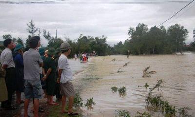 Mưa lớn kéo dài, 3 học sinh bị nước lũ cuốn trôi