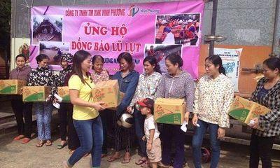 300 thùng hàng đến với người dân nghèo ven tâm lũ huyện Vũ Quang